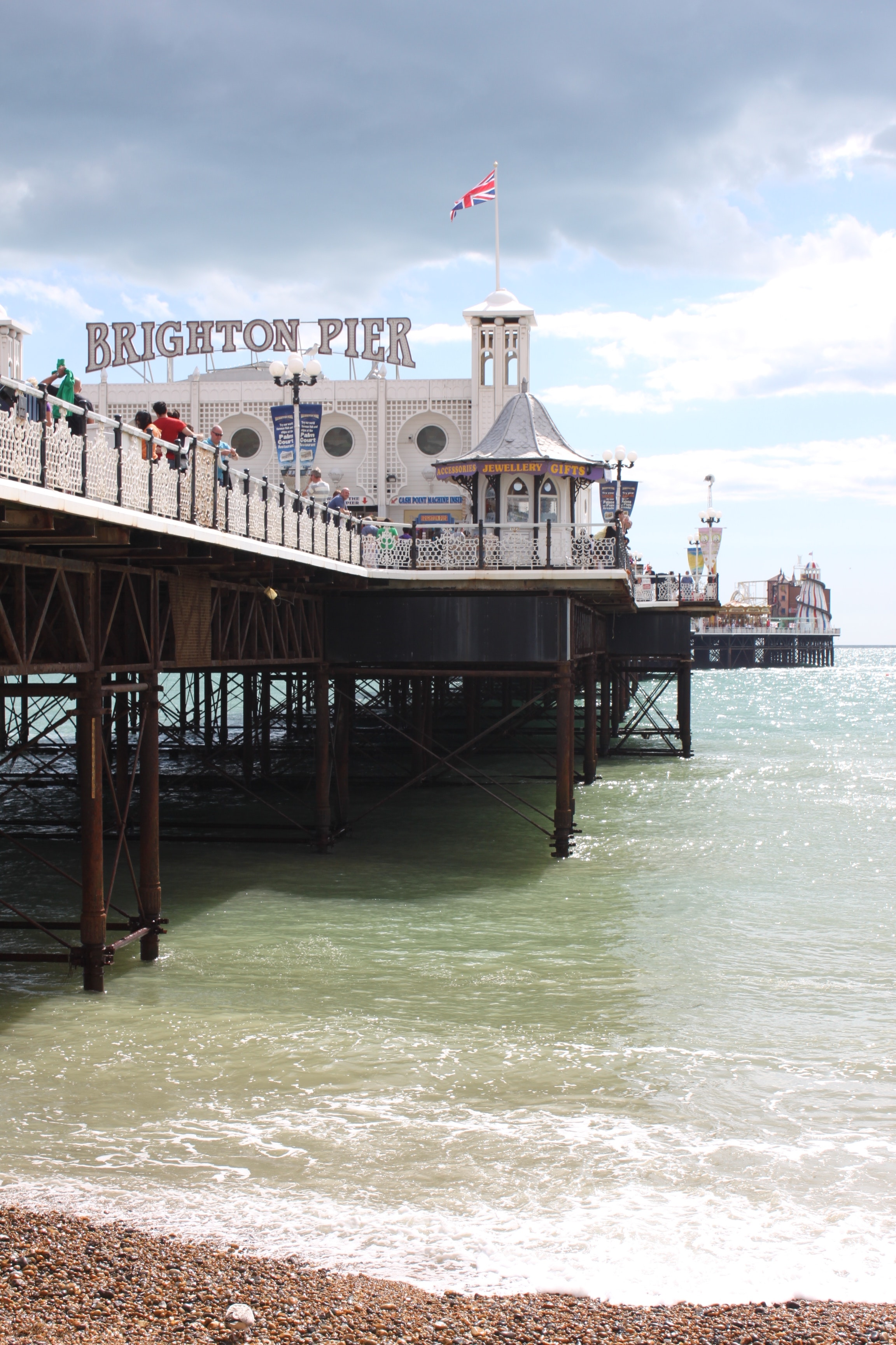 blue-brighton-marine-palace-and-pier-flag-89425.jpg